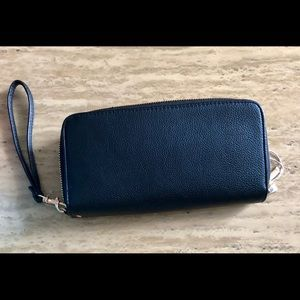 NWTDouble zipper faux leather wallet with wristlet